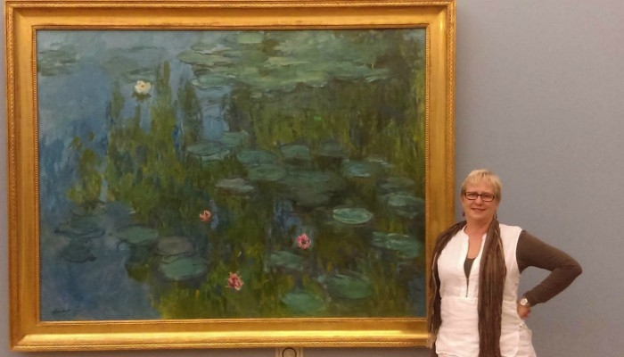 Cathryn in front of a painting