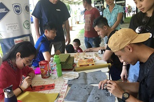 Visitors experience Chinese Chess and Calligraphy