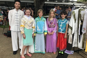 Children wear Chinese costume