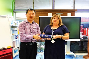 CI Chinese Director Hua Wang sent gift to Principal Jeannie