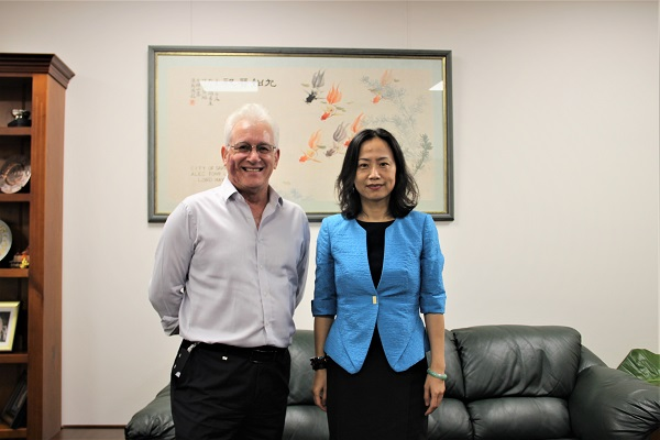 Confucius Institute Headquarters Deputy Chief Executive Dr Wei JING meeting with the Lord Mayor of Darwin Kon Vatskalis