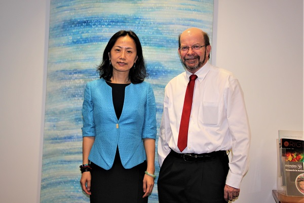 Confucius Institute Headquarters Deputy Chief Executive Dr Wei JING and the VC of Charles Darwin University Professor Simon Maddocks