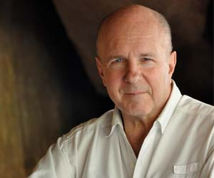 Acclaimed British author Simon Winchester will be in Darwin this month. Photo by Setsuko Winchester