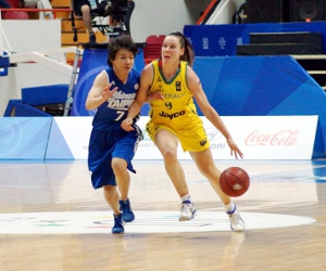 Australian Tess Madgen in the bronze-medal play-off against Chinese Taipei at the 2013 Summer Universiade. Photo courtesy Australian University Sport