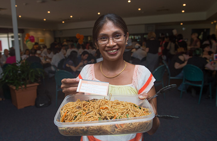Noriana Anderson shows off her dish of Indonesian fried noodles