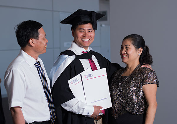 Master of Business Administration graduate Anthony Nguyen with parents The Dung Nguyen (left) and Thi Mua Tran