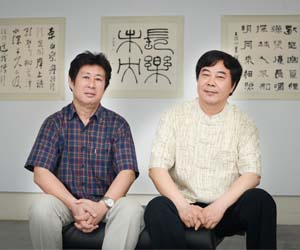 Professor Gao Fei is a modern style painter while Professor Wu Dongsheng paints in the traditional Chinese style