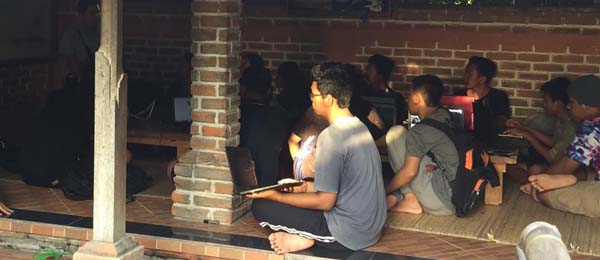 Balinese students study coding at Slukart Learning Centre