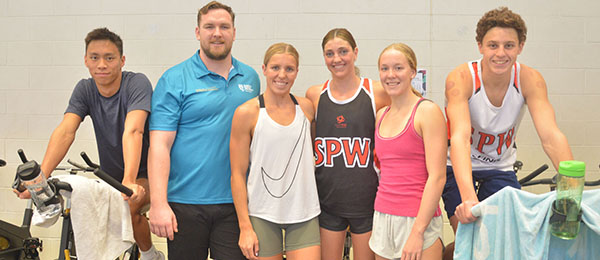Swimmers Michael Ng, Abbey Harkin, Meg Harris, Ella Ramsay and Kai Taylor from St Peters Western Swim Club in Queensland with CDU Lecturer in Exercise and Sports Science Alexander Engel as part of a training session at CDU.