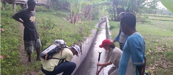 Bachelor of Engineering Honours student Bijay Lamsal and Masters of Engineering student, Rozeeta Thapa, together with Sarah Hobgen (Research Associate in Sumba) and villagers take velocity readings and depth measurements in irrigation channels.