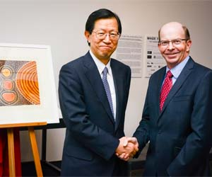 CDU Vice-Chancellor Professor Simon Maddocks and INPEX Corporation President Toshiaki Kitamura