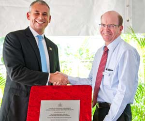Chief Minister Adam Giles and CDU Vice-Chancellor Professor Simon Maddocks open the Structural Load Test Facility