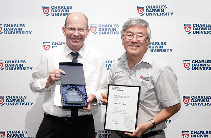Toong Yeen Lee receives an award for 25 years service