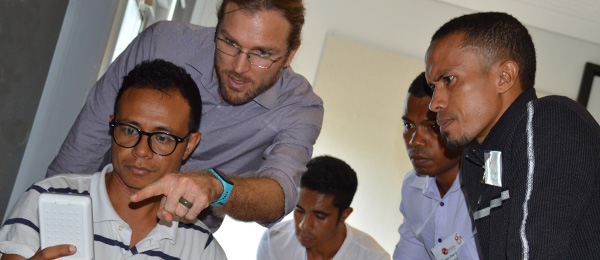 Dr Josh Francis trains Timorese health workers to use the Vscan heart monitor