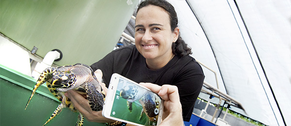 """Dr Carla Eisemberg with """"Bubbles"""" the Hawksbill turtle"""