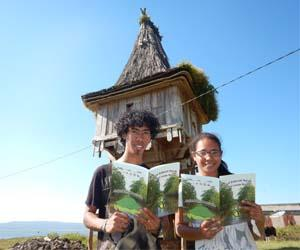 Students Bertanizo Costa and Elda Guterrez recently travelled to Timor-Leste to deliver the first batch of books